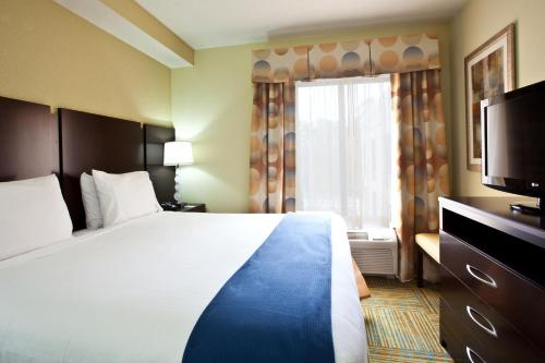 Holiday Inn Express Hotel & Suites Perry Photo