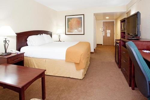 Holiday Inn Express La Junta Photo