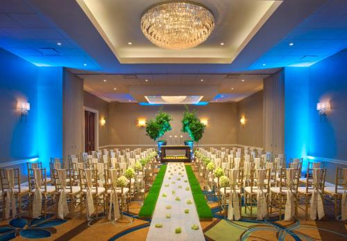Teaneck Marriott at Glenpointe Photo