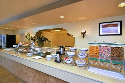 Best Western San Dimas Hotel & Suites Photo
