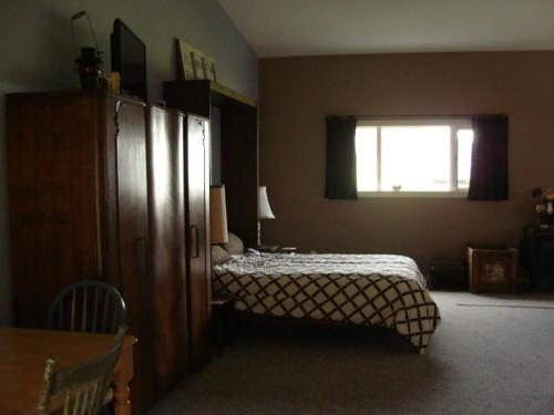 Knotty Pines Bed & Breakfast Photo