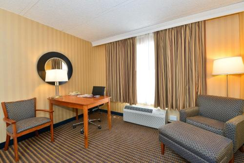Comfort Inn Arlington Boulevard Photo