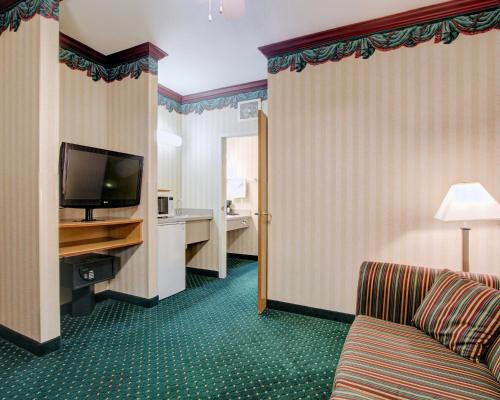 Clarion Suites Downtown Anchorage Photo