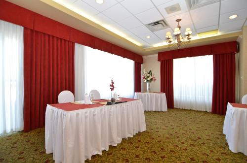 Best Western Plus Regency Inn and Conference Centre Photo