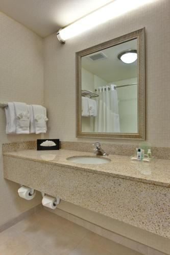 Holiday Inn Hotel & Suites Bakersfield Photo