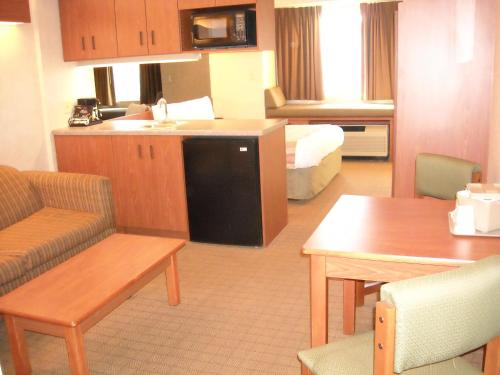 Microtel Inn & Suites Springville Photo