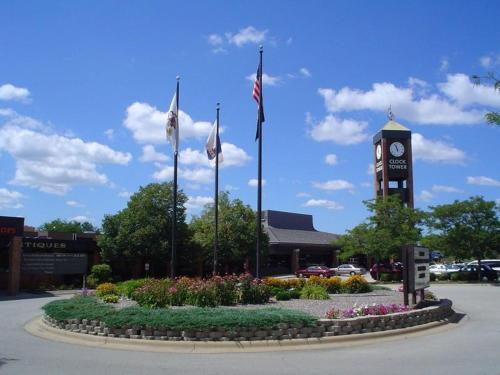 Clock Tower Resort and Conference Center - Rockford Photo