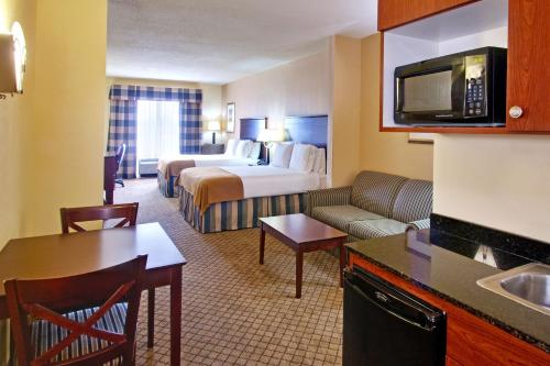 Holiday Inn Express Hotel & Suites Millington-Memphis Area Photo