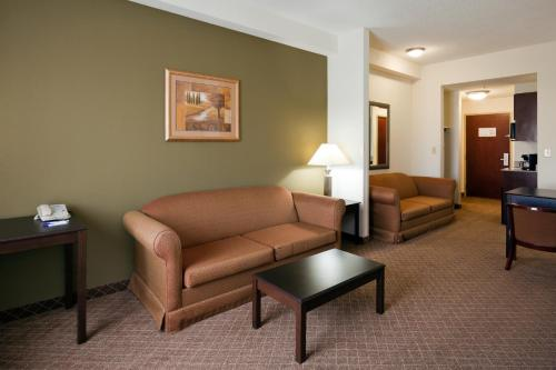 Holiday Inn Express Hotel & Suites- Gadsden Photo