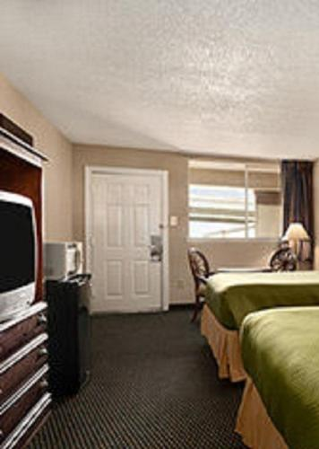 Travelodge New Orleans West Harvey Hotel Photo