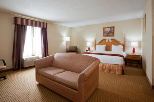 Holiday Inn Express Dublin Photo