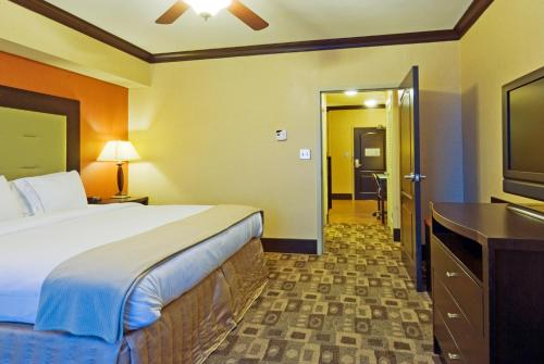 Holiday Inn Express Hotel & Suites Columbia-Fort Jackson Photo