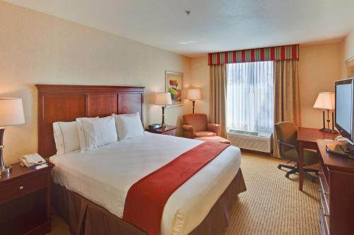 Holiday Inn Express Porterville Photo