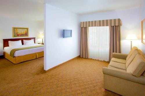 Holiday Inn Express Hotel & Suites Elkins Photo