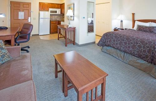 Staybridge Suites Milwaukee West-Oconomowoc Photo