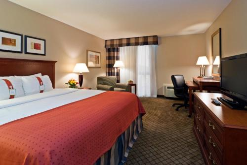 Holiday Inn Cincinnati-Eastgate Photo