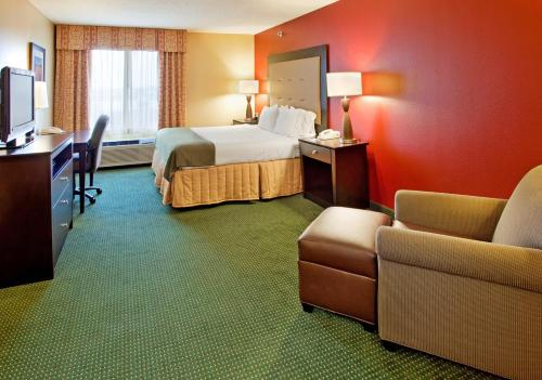 Holiday Inn Express Hotel & Suites Norfolk Photo