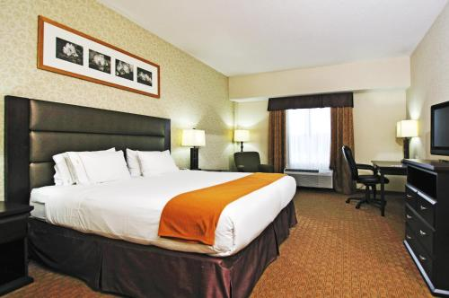 Holiday Inn Express Hotel & Suites Ottawa Airport Photo