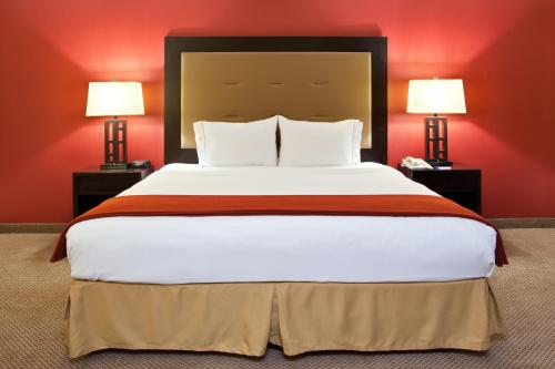 Holiday Inn Express Kendallville - Kendallville, IN 46755