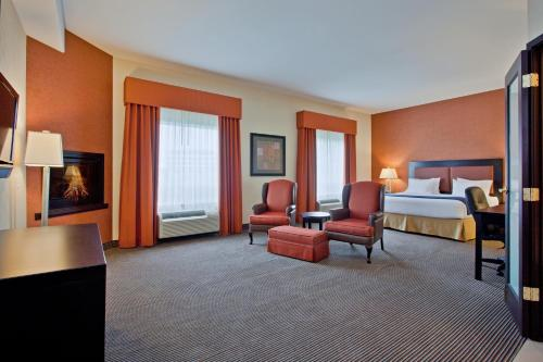Holiday Inn Express Airport Calgary Photo