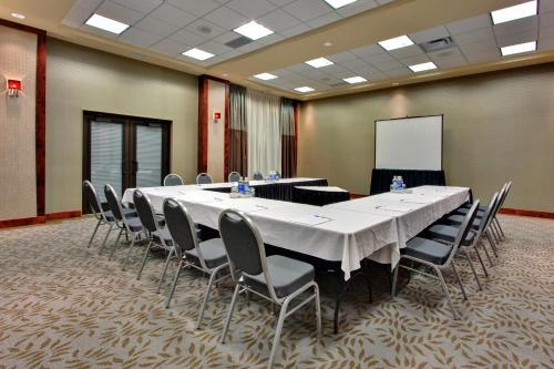 Holiday Inn Express Kelowna Photo