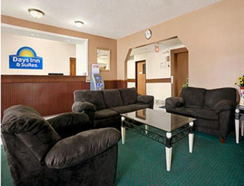 Days Inn & Suites Romeoville Photo