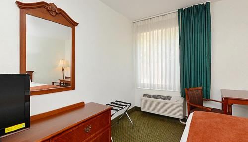 Americas Best Value Inn Camelot Photo