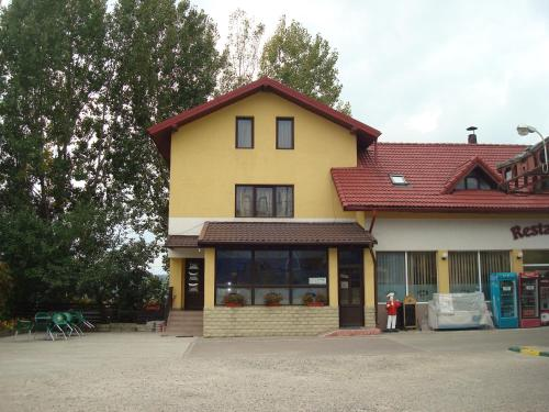 Pensiunea Marc (Bed and Breakfast)