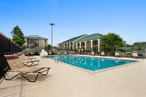 Baymont Inn & Suites - Johnson City photo