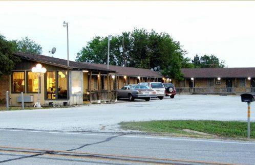 Interstate Motel Photo