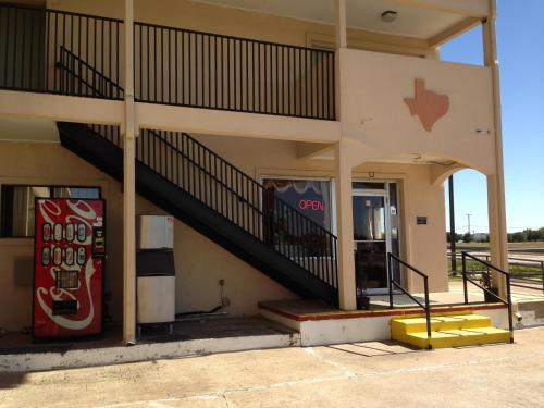 Texas Inn Waxahachie Photo