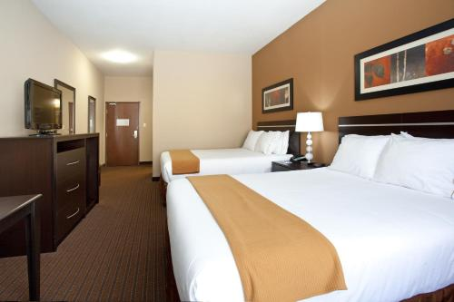 Holiday Inn Express Hotel & Suites Lamar Photo