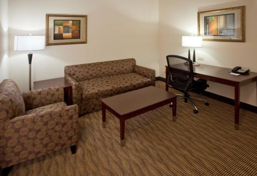 Holiday Inn Express Hotel & Suites Austin South - Buda Photo