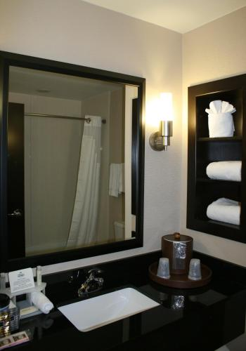 Holiday Inn Express Charlotte Southeast - Matthews Photo