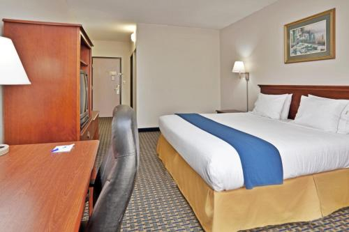 Holiday Inn Express Hotel & Suites - Wilson - Downtown Photo