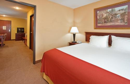 Holiday Inn Express Hotel & Suites Maryville Photo