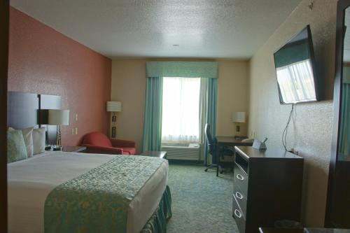 Ramada Hewitt - South Waco Photo