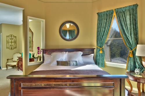 Bay Hill Mansion Bed & Breakfast Photo