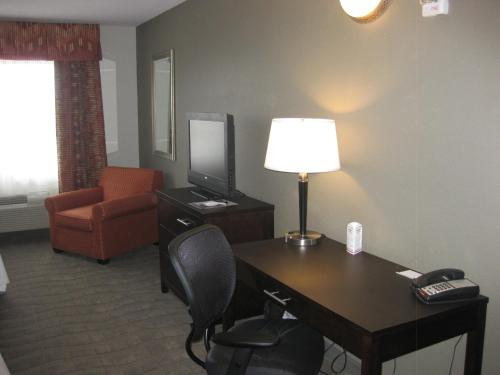 Country Inn & Suites Dearborn Photo