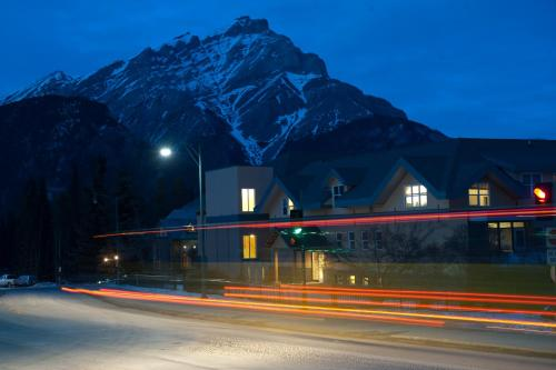 Banff Y Mountain Lodge Photo