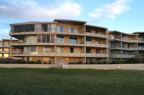 Lagoon Beach Apartment Photo