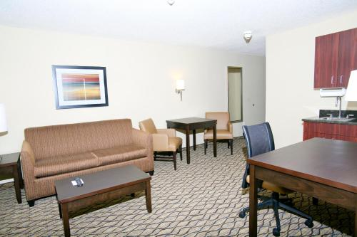 Holiday Inn Express Hotel & Suites Roseville Photo