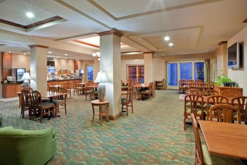 Triple Play Resort Hotel & Suites Photo