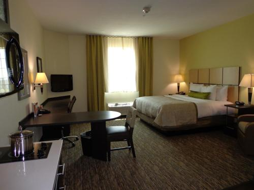 Candlewood Suites Odessa Photo
