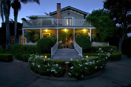 Simpson House Inn Photo