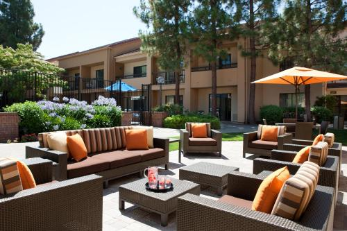 Courtyard by Marriott Pleasanton Photo