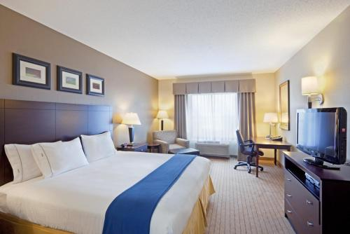 Holiday Inn Express & Suites Malone Photo