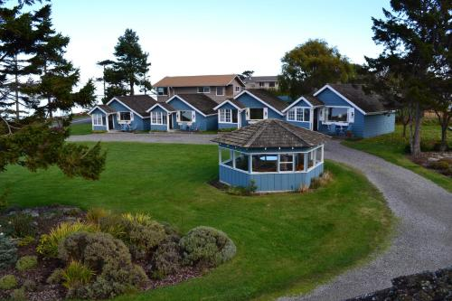 Juan de Fuca Cottages Photo