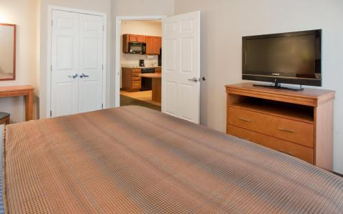 Candlewood Suites Kansas City Northeast Photo