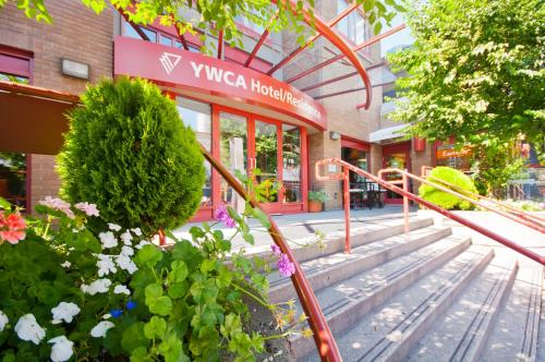 YWCA Hotel Vancouver Photo